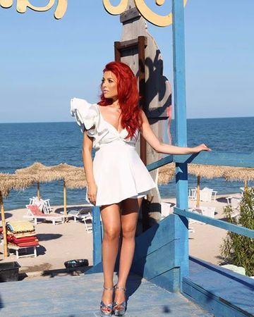 Elena Gheorghe, incredibil de sexy, în cea mai scurtă rochie! Imaginea care i-a dat gata pe fani