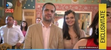 Imagini in premiera de la botezul micutei Petra Alexandra, fetita cuplului Madalin Ionescu - Cristina Siscanu! Fericitul tatic, cu lacrimi in ochi, in timpul slujbei din biserica