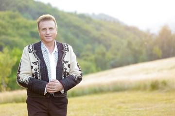 Ce avere fabuloasa are Constantin Enceanu! Celebrul cantaret de 53 de ani incaseaza lunar doar din muzica o suma impresionanta | EXCLUSIV