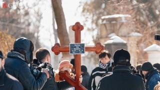 FOTO Asa arata mormantul fratelui lui Pavel Stratan! Si el cantaret, Nelu a suferit un atac de cord pe strada si a murit la doar 51 de ani