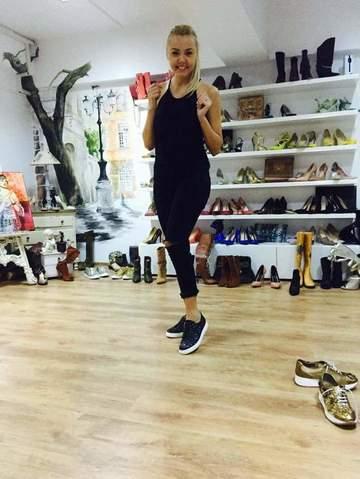 "Denisa Manelista are o colectie impresionanta de pantofi! Vedeta ne-a prezentat dulapul cu ""incaltari"". VIDEO!"