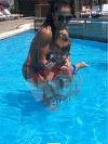 Imagini fabuloase cu Andreea Mantea la piscina! Bruneta a facut spectacol cu trupul ei sculptat la sala! Vedeta Kanal D si-a scos fiul, pe David, la o partida de balaceala si un pic de bronz
