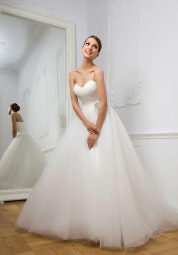 "Aceasta este rochia de mireasa in care Denisa Manelista se visa la altar. Isi intalnise marea dragoste si voia sa se marite. ""Am si visat-o"". FOTO!"