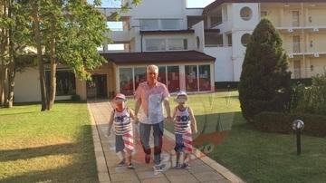 Adriana Bahmuteanu, in culmea fericirii! Azi ii vin copiii acasa de la Silviu Prigoana. Prezentatoare TV nu si-a mai vazut baietii de o luna!
