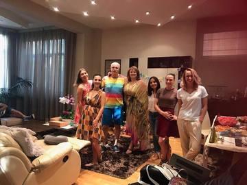 Mariana Bitang a dat petrecere mare in vila sa din Bucuresti! Toata lumea a fost eleganta, in timp ce Octavian Bellu a purtat bermude!