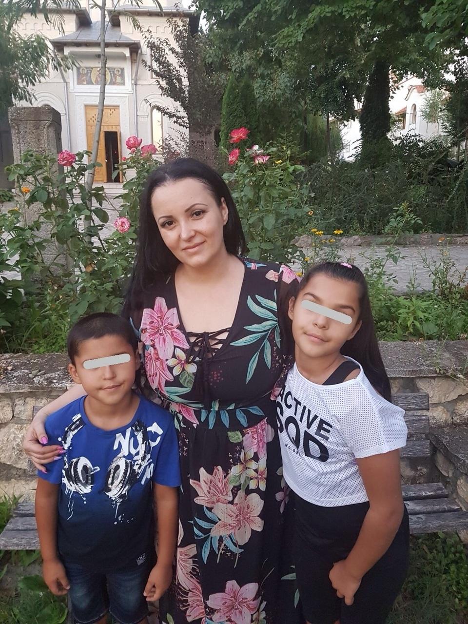 Silvana Riciu si-a dus copiii in vacanta la Dervent! Acolo e inmormantat tatal care a parasit-o dupa moartea mamei! Afla detalii despre pomana pe care artista o va face odata cu cea a lui Aurelian Preda FOTO EXCLUSIV