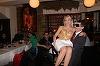 E incredibil ce a patit Denisa Manelista la un concert. Era atat de sexy incat un barbat in varsta a luat-o in brate si a dus-o la masa lui. Vezi cum a reactionat artista FOTO EXCLUSIV!