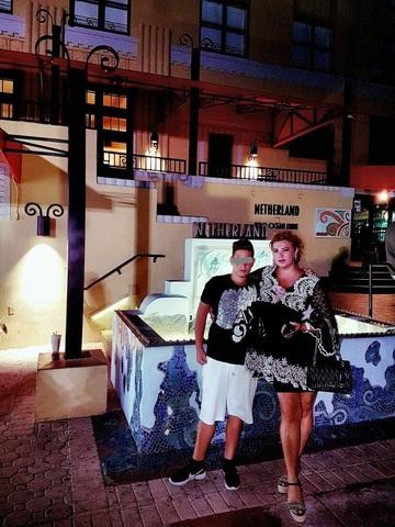 Mihaela Borcea a ajuns in America! Femeia de afaceri s-a fotografiat in Miami alaturi de fiul ei, Angelo