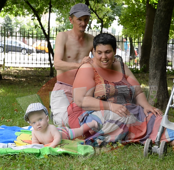 Ioana Tufaru si-a dus baietelul la mare. Micutul Luca si tatal lui s-au balacit ore intregi. Vezi cat au platit pentru trei zile de distractie. VIDEO EXCLUSIV