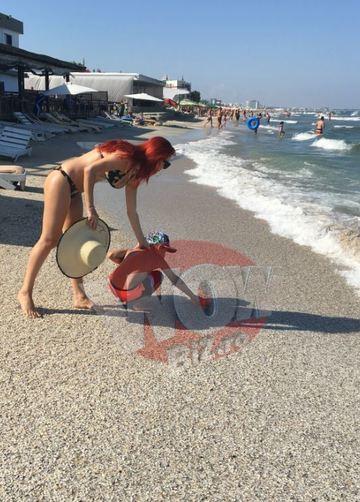 Cum arata Elena Gheorghe in costum de baie, la o luna si jumatate dupa nastere. Are bustul natural ferm, abdomenul plat si pielea tonifiata. Asa ceva... mai rar. FOTO EXCLUSIV!