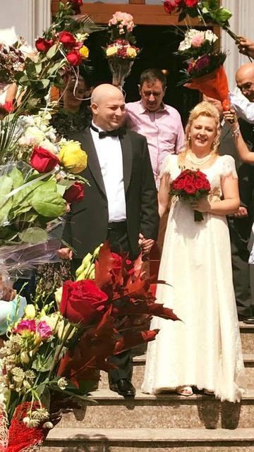 O actrita de la Teatrul evreiesc a urcat pe scena imbracata in mireasa! Nu era un rol, ci chiar nunta ei! Nasa a fost Maia Morgenstern