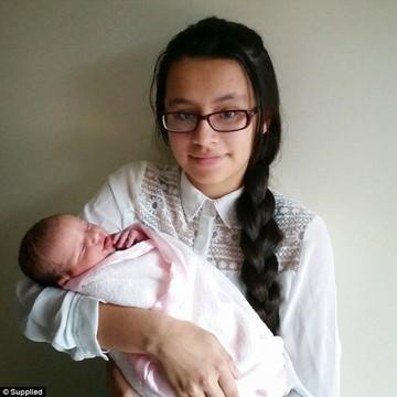 A ramas insarcinata la 15 ani si a refuzat sa faca avort. Ce s-a intamplat dupa ce fetita a venit pe lume