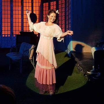"""Corina Danila, profund impresionata de reactia publicului la piesele jucate in incinta TVR: """"Cand (te) joci in ploaie, in aer liber... si publicul spectator ramane alaturi de trupa de actori ...si aplauda!"""""""