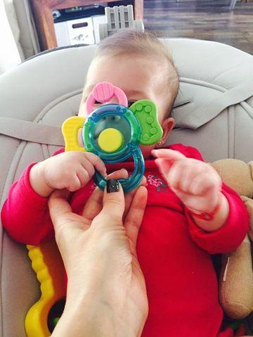 Simona Gherghe nu se poate abtine! Zice ca vrea sa o tina ascunsa, dar pune tot timpul poze cu fetita ei!