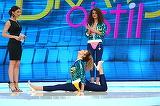 """Spagat cu stil, pe tocuri! Emiliana e in forma maxima pentru o demonstratie de gimnastica! Nu rata azi scene senzationale la """"Bravo, ai stil!"""", de la 16.30, la Kanal D"""