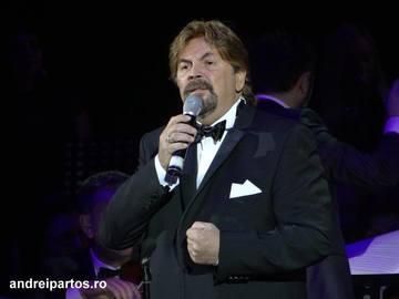 Adrian Daminescu, in lacrimi! Indragitul cantaret a fost ovationat in picioare de peste 4.000 de oameni, de ziua lui!