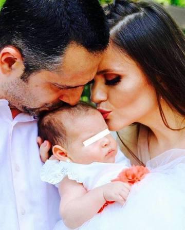 Fetita lui Madalin Ionescu este dependenta de mama sa. Bebelusa nu poate sa stea departe de Cristina Siscanu!
