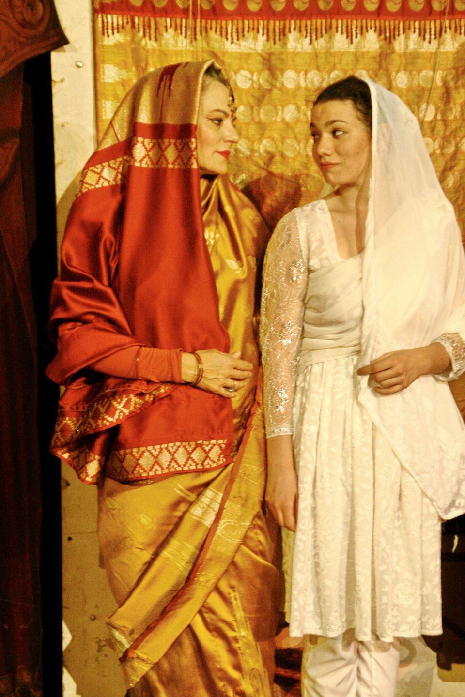 Maia Morgenstern, pe scena alaturi de fiica sa! La 18 ani, Cabiria a debutat in spectacolul Maitreyi! Cum a reactionat si ce a dezvaluit marea actrita la finalul reprezentatiei