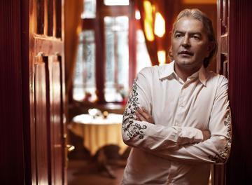 Ducu Bertzi a castigat anul trecut mai putin cu 1.000 de euro pe luna fata de 2015! Cantaretul este membru in Consiliul de Administratie al radioului public