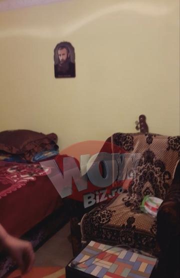 Am intrat in camera Denisei Manelista. Iata cat de modest era mobilierul din dormitorul ei! Cantareata dormea cu poza lui Arsenie Boca la cap! VIDEO!