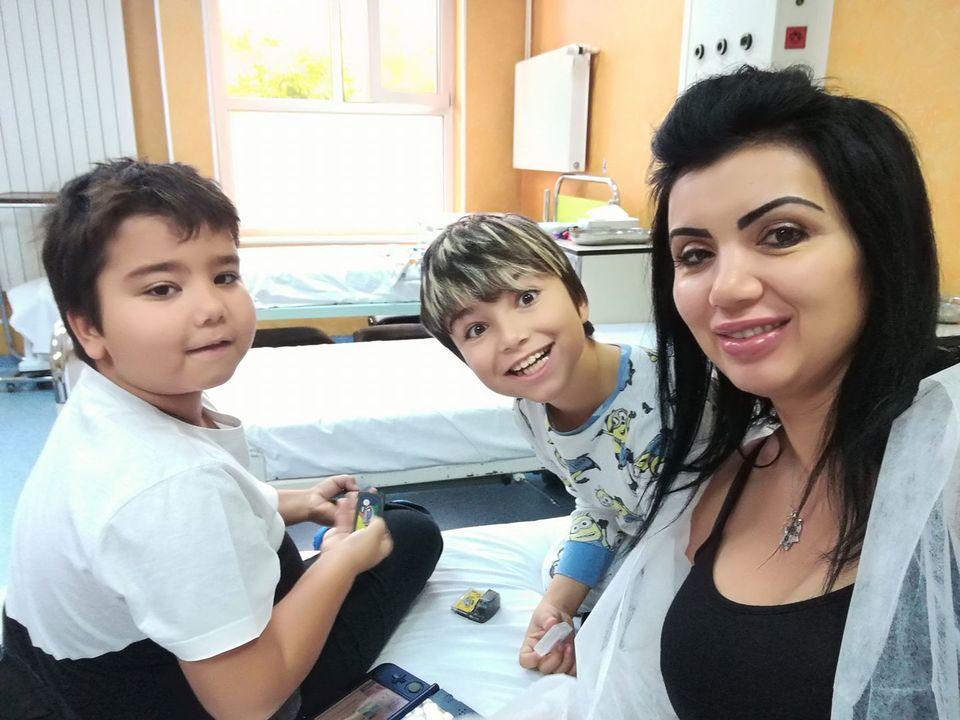 """Adriana Bahmuţeanu a ajuns la spital! Ce s-a întâmplat cu unul dintre băieţii ei: """"Am stat cu sufletul la gură..."""""""
