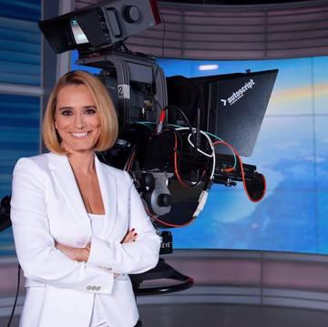 De ce a lipsit Andreea Esca de la pupitrul ştirilor! Prezentatoarea TV şi-a motivat public absenţa