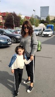 """Simona Patruleasa vorbeste zilnic cu invatatoarea fiicei sale, Ingrid! """"Ne interesam de activitatea ei, de ce nazdravanii face acolo..."""""""