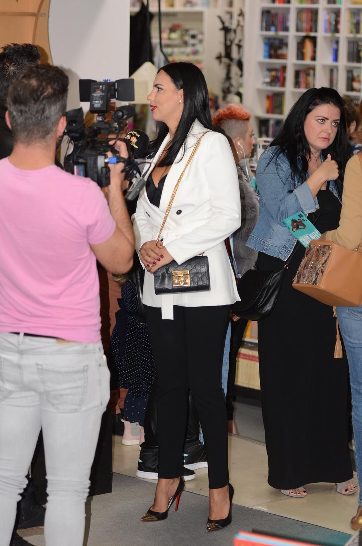 Tinuta purtata de Lavinia pe 13 octombrie, la lansarea celui de-al saisprezecelea album semnat Stefan Banica