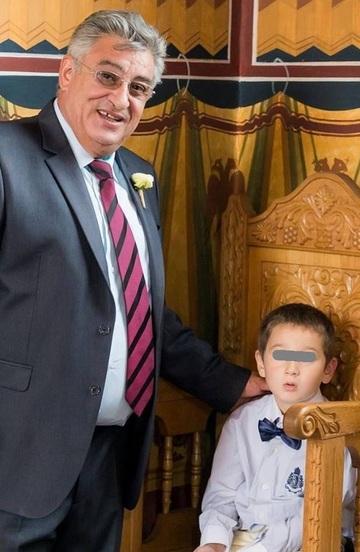 Fiul lui Ciprian Tapota Lataretu si al Mariei Constantin are inclinatii muzicale! Codrut a pus de mic mana pe vioara FOTO