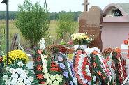 """Ce gest vrea sa faca barbatul care a adorat-o pe Denisa Manelista, chiar de ziua ei? """"Voi uda mormantul tau cu lacrima mea, 28 de trandafiri rosii voi aseza pe mormantul tau"""" Pe 13 decembrie tanarul va sta ore bune la locul de veci al solistei. EXCLUSIV"""