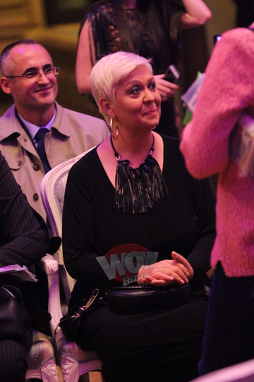Monica Anghel are o mama superba! Femeia a insotit-o la o prezentare de moda! Ti se pare ca seamana cele doua? Foto!