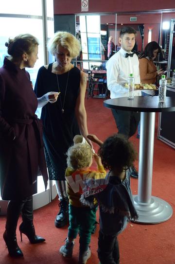 Dragos Bucur si Dana Nalbaru ne-au facut cunostinta cu fetita lor infiata. Micuta se intelege foarte bine cu fratii ei FOTO si VIDEO EXCLUSIV!