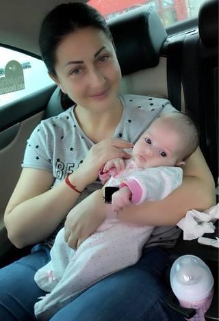 """Gabriela Cristea radiaza de fericire: """"Opt saptamani de dragoste pura"""" Cum s-a pozat alaturi de fetita ei"""