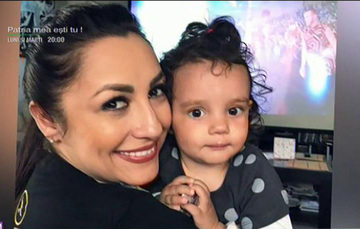 Fetita Andrei e adorabila! Eva, filmata in timp ce fredoneaza cantecele pentru copii cu mamica ei celebra!