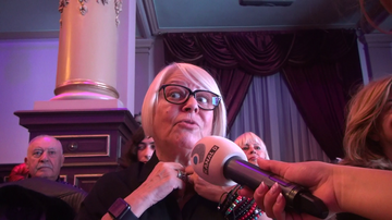 """Nu te-ai fi asteptat sa vezi un asemenea accesoriu la Mirabela Dauer! Solista in varsta de 70 de ani este nedespartita de un """"smart watch"""". Vedeta e in pas cu tehnologia. FOTO EXCLUSIV!"""