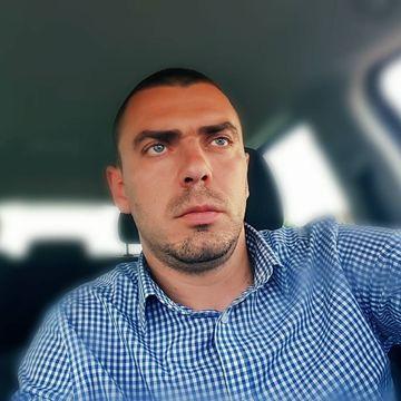 Unul dintre cei doi tineri batuti crunt de politia din Timisoara este fratele vitreg al Biancai Dragusanu! Confundat de mascati cu un infractor, Bogdan s-a ales cu splina rupta si cu cateva coaste fracturate, fiind operat de urgenta!