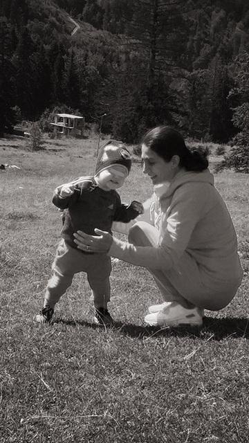 Sanda, sotia fostului ministru Gabriel Oprea, este cea mai fericita bunica! FOTO