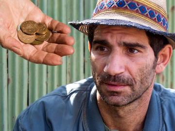 Cati bani castiga Cuzin Toma din difuzarile serialului in care joaca rolul lui Firicel! Actorul a primit 4.000 lei pe 6 luni de la CREDIDAM, iar acest lucru l-a infuriat cumplit