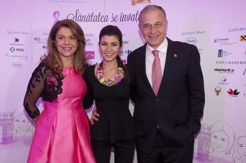 Ana Geoana si-a sarutat noul iubit de fata cu toti colegii! Fiica fostului ministru de Externe a facut senzatie intr-o superba rochie rosie!