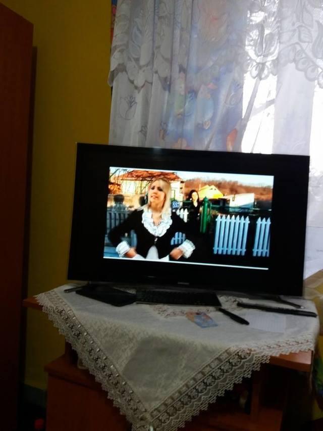 Ce se petrece in aceste momente in casa Denisei Manelista din Stefanesti! Ce a pus mama cantaretei pe un scaun i-a cutremurat pe toti cei care i-au calcat, azi, pragul!