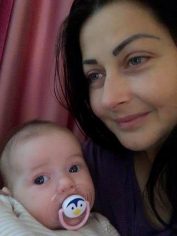 Cum a fost surprinsa Gabriela Cristea in camera fetitei sale. S-a asezat pe podea si...