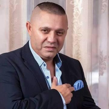 Nicolae Guta a facut Revelionul in picioarele goale! Uite-l pe manelist cum s-a pozat descult pe gresia luxoasa din vila sa din Petrosani!