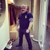 """Ginerele lui Sile Camataru si-a facut un tatuaj din filmul """"Nasul"""" ca sa-l impresioneze pe interlop! Pe bratul stang al lui Ninel a fost desenat seful suprem al mafiotilor, Don Vito Corleone! FOTO"""