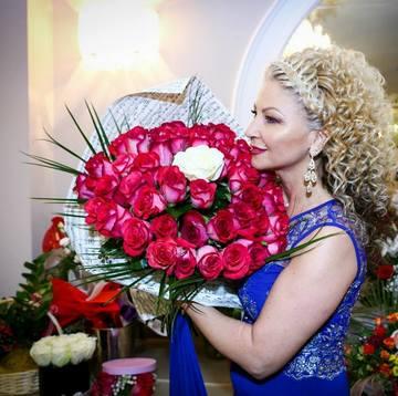 Acesta este marele secret al Stanei Izbasa! Vezi aici care este adevarata varsta a frumoasei interprete de muzica de petrecere!