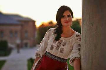 Geanina Manea, muscata de buza de un catel! Cantareata de muzica populara, fosta iubita a lui Petru Mircea, desfigurata in primele zile ale anului FOTO