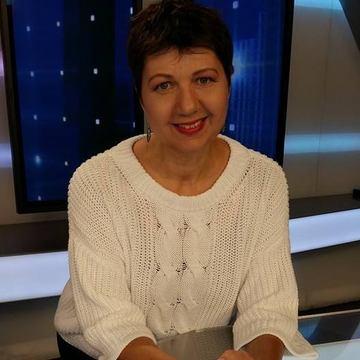 """Fiica unei celebre prezentatoare de televiziune a terminat cu brio facultatea in America! Corina Dragotescu este mandra de Diana: """"Au fost ani mai grei decat pentru orice copil"""""""