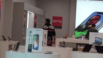 Cornel de la Vunk vrea sa-si schimbe telefonul. A studiat cu atentie oferta unui brand celebru de gadget-uri VIDEO EXCLUSIV!