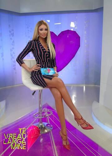 Ce rochite superbe face Bianca Dragusanu! A scos o noua colectie – Foto!