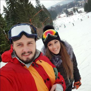 Ana-Maria Barnoschi si iubitul, escapada la munte, de Valentine's Day. Au iesit in halate de baie sa admire privelistea. FOTO!