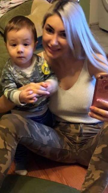 Sexy Braileanca s-a mutat in Germania! Ce face blondina in fiecare seara, in timp ce mama ei are grija de copil